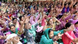 Anganwadi workers hold protest, oppose 6-hr duty