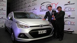 Officials of Hyundai Motor India Limited posing for photograph after winning 'Indian Car of Year Award' at New Delhi.