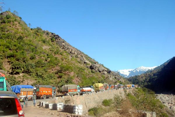 A view of traffic jam on Jammu-Srinagar highway between Samroli-Batote due to slippery road conditions at Patnitop on Saturday. (UNI)