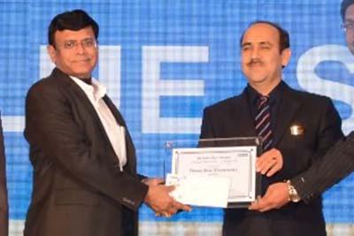 Vedraj Sharma of M/s Three Star Electronics receiving award for highest sale of ACs.