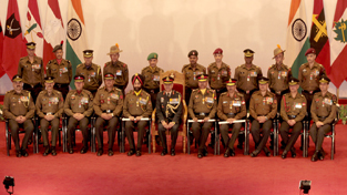 Officers and other ranks awarded on Army Day posing for photograph with Lt Gen Sanjiv Chachra during Investiture Ceremony at Akhnoor on Wednesday. —Excelsior/ Rakesh