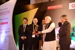 Narendra Modi presenting award to Galgotias University Chancellor Sunil Galgotias.