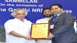 Union Minister for Rural Development Jairam Ramesh presenting award to ACD Jammu K K Sidha at New Delhi.