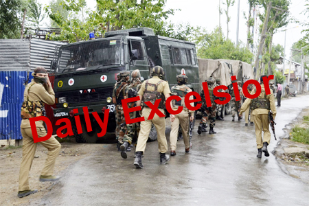 Search operation started at Kranshivan colony sopore two militant belived to trapped 52rr,22rr and Sog sopore on job . PHOTO BY AABID NABI