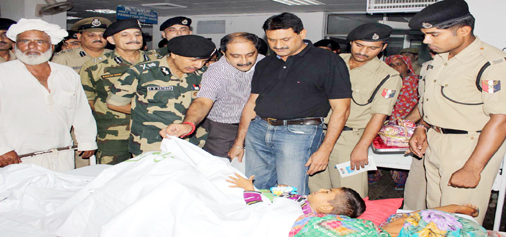 DG BSF D K Pathak enquiring condition of an injured in the GMC Jammu on Tuesday. -Excelsior/Rakesh