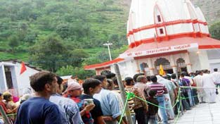 Pilgrims standing in long queue at Shri Budha Amarnath temple at Mandi in Poonch.