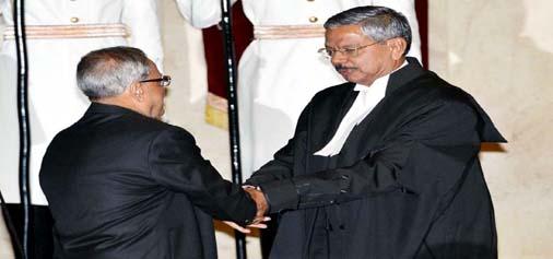 President Pranab Mukherjee, administering the oath to new Chief Justice H L Dattu at Rashtrapati Bhavan on Sunday. (UNI)