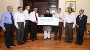 Officials of Indian Oil handing over the dividend cheque to MoP and NG.