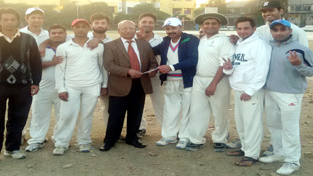 Former chairman and Working Committee Member JKCA, Romesh Mahajan presenting a cash prize to New Challengers Club.