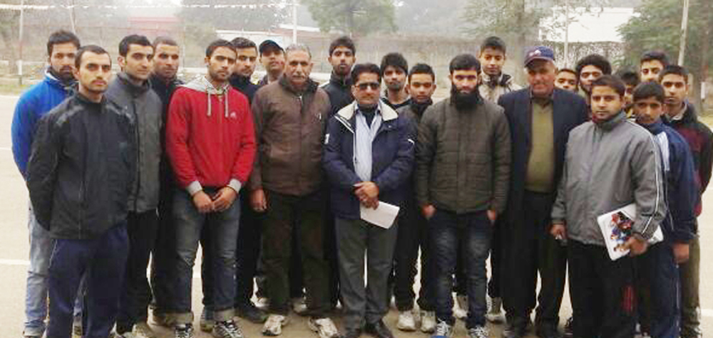 Selected State Cycling team posing along with dignitaries in Jammu.