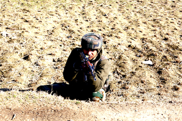 An Army jawan during searches in Sopore on Monday. — Excelsior/ Aabid Nabi