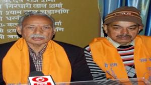 Office bearers of Sanatan Dharam Sabha interacting with media persons at Jammu on Tuesday. -Excelsior/ Rakesh