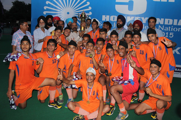 Winners of All India 5th Sub Junior National Hockey Championship, COA team posing for a group photograph along with dignitaries in Jammu on Sunday. –Excelsior/Rakesh