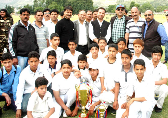 MoS R&B Sunil Sharma with winners of Inter Zonal Cricket tournament team in Kishtwar.