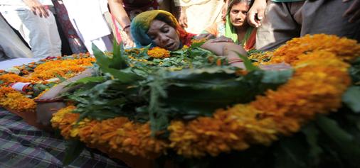 Widow of martyr Havaldar Randeep Singh wails over his body at Bomal, Akhnoor on Sunday. — Excelsior/Rakesh