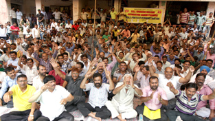 PHE workers staging protest dharna outside Chief Engineer's office at BC Road in Jammu on Monday. -Excelsior/Rakesh