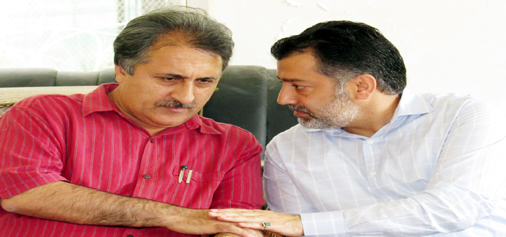 Newly elected president of Jammu and Kashmir Cricket Association (JKCA), Imran Raza Ansari in talks with Divisional Commissioner of Kashmir, Dr Asgar Samoon in Srinagar on Monday. -Excelsior/Amin War
