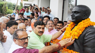 The statue of Dr Shyama Prasad Mookerjee that was unveiled by BJP leaders at Trikuta Nagar on Monday. —Excelsior/Rakesh