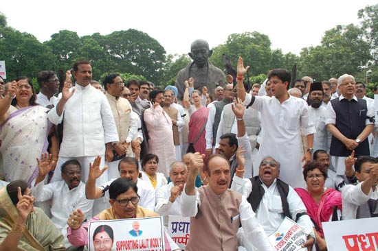 Congress President Sonia Gandhi with former Prime Minister Manmohan Singh, Janata Dal(U) supremo Sharad Yadav, Janata Dal leader K C Tyagi and others raising slogans during a demonstration in front of the Gandhi statue at Parliament House in New Delhi on Wednesday, in protest against the suspension of 25 party MPs in Lok Sabha by Speaker. (UNI)