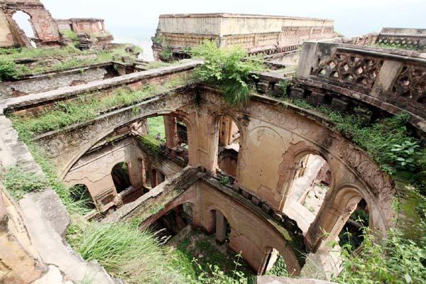 Dilapidated condition of historic Mubarak Mandi Complex. -Excelsior/Rakesh