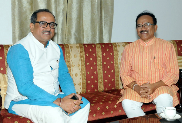 Deputy Chief Minister, Dr Nirmal Singh with Chief Minister of Goa, Laxmikant Parsekar at Panaji on Thursday.