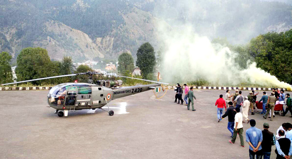 An IAF helicopter airlifting the people injured in a LPG cylinder blast at Bhaderwah on Tuesday. —Excelsior/Tilak Raj