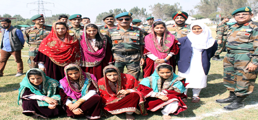 GOC 15 Corps Lt Gen S K Dua distributing prizes among the winners of Talab-e-Hunar participants at Awantipora on Tuesday. -Excelsior/Younis Khaliq