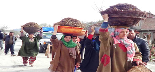 Women carrying cow-dung at Heerpora in South Kashmir's Shopian district. -Excelsior/ Younis Khaliq