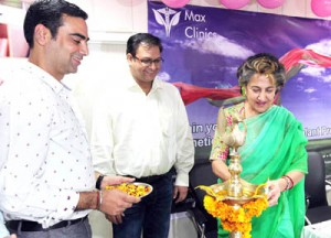 MLC Rani Blowria lighting ceremonial lamp to inaugurate hair transplant service at Max Clinics Jammu.  - Excelsior/Rakesh