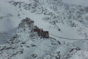Ladakh experience fresh snowfall, disrupts normal life