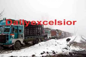 Highway connecting Ladakh with Kashmir closed due to snowfall