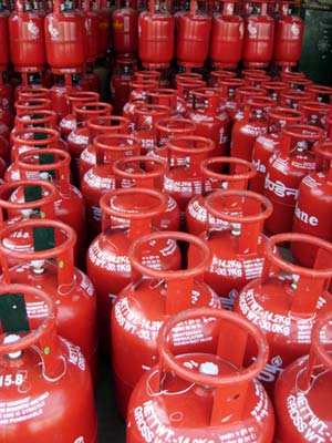 Price of non-subsidised LPG cylinders up Rs 49.5