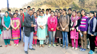 An expert briefing the students about concept of forest and riverine-cum-wetland ecology at Environmental Park, Raika in Jammu.