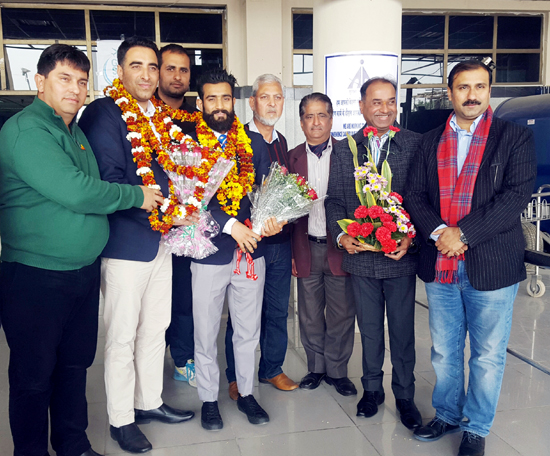 Surya Bhanu Pratap and Kuldeep Handoo being accorded heroic welcome by the dignitaries at Jammu Airport on Friday.