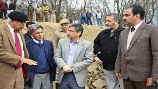 Governor N N Vohra interacting with officers during visit to Jhelum banks.