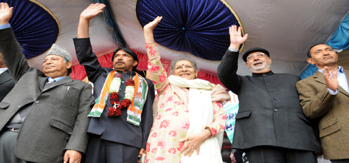 AICC (I) general secretary Ambika Soni at a party workers meeting in Srinagar on Monday. -Excelsior Photo
