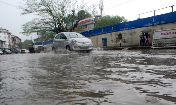 Srinagar's City Centre gets waterlogged after heavy rains due to faulty drainage system on Sunday. —Excelsior Photo