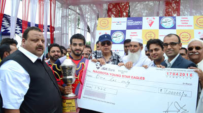 NC president and former Union Minister, Dr Farooq Abdullah and provincial president National Conference, Davendra Singh Rana presenting cheques and trophies to winners on Sunday.
