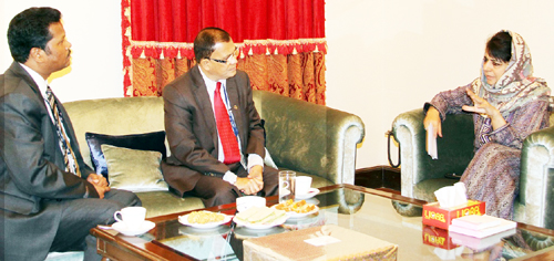 Chief Minister, Mehbooba Mufti in a meeting with Deputy Governor RBI, H.R. Khan at Jammu on Monday.