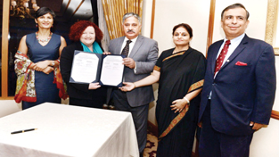 Provost of Melbourne University and CUJ VC displaying copy of MoU in presence of MoS Priya Sethi and Prof Amitabh Mattoo, Advisor to CM at Delhi on Thursday.