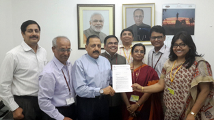Union Minister Dr Jitendra Singh receiving a memorandum from a delegation of Railway Officers represented by Federation of Railway Officers' Association (FROA) at New Delhi.