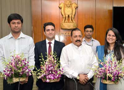Union Minister Dr Jitendra Singh, flanked by Civil Service toppers Tina Dabi, Athar Aamir Ul Shafi Khan and Jasmeet Singh Sandhu, who called on him at his DoPT office in North Block, New Delhi on Wednesday.