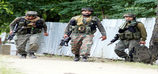 Army soldiers returning from encounter site at Nagri in Kupwara on Tuesday. — Excelsior/Aabid Nabi
