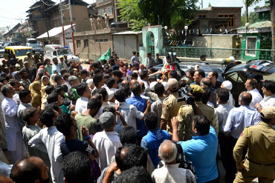 People of Anantnag listening to CM Mehbooba Mufti during a roadside election rally on Saturday.