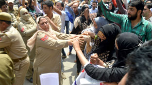 SBM employees' protest being foiled at Srinagar on Monday. —Excelsior/Shakeel-ul-Rehman
