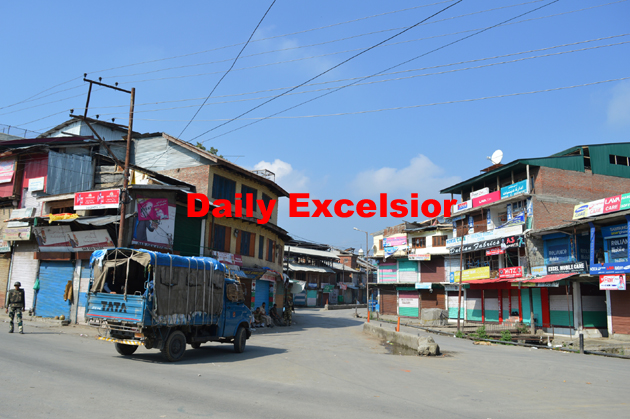 Curfew continues in Pulwama town on Friday…Excelsior\Younis Khaliq