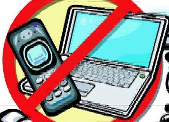 Mobile Internet Services Remain Suspended In Kashmir