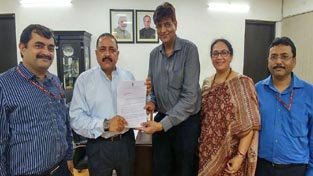 Union Minister Dr Jitendra Singh receiving a memorandum regarding Lokpal and Lokayukt Act from a delegation of Government Officials representing different services including Indian Revenue Service, Indian Information Service and Indian Forest Service, at New Delhi on Wednesday.