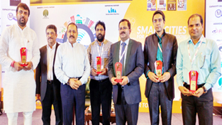 Union Minister Dr Jitendra Singh posing for group photograph with the recipients of the Smart City Summit Awards at New Delhi on Friday.