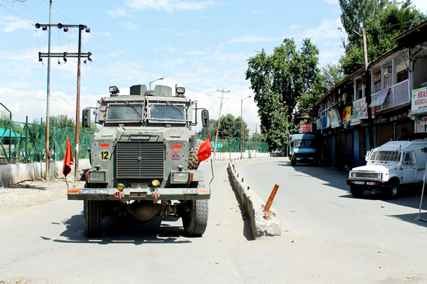 Strict curfew being imposed in Pulwama on Sunday. -Excelsior/Younis Khaliq